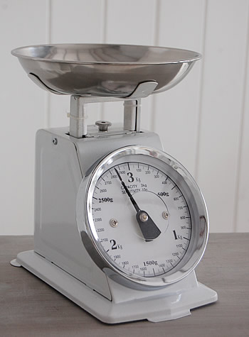retro-kitchen-scales